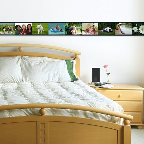 "PhotoTrax sets can display up to 32 4x6"" photos."